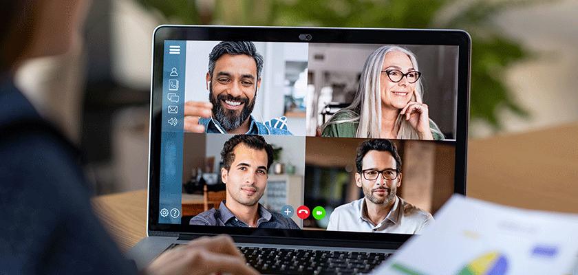 Personnes en chat vidéo sur ordinateur portable