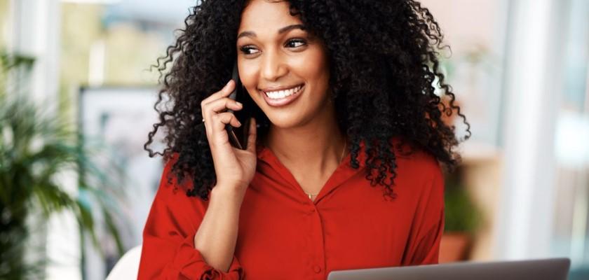 Femme, téléphone portable