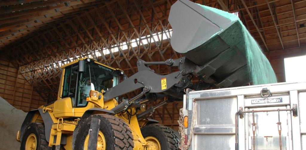 Wheel loader empties bucket into truck
