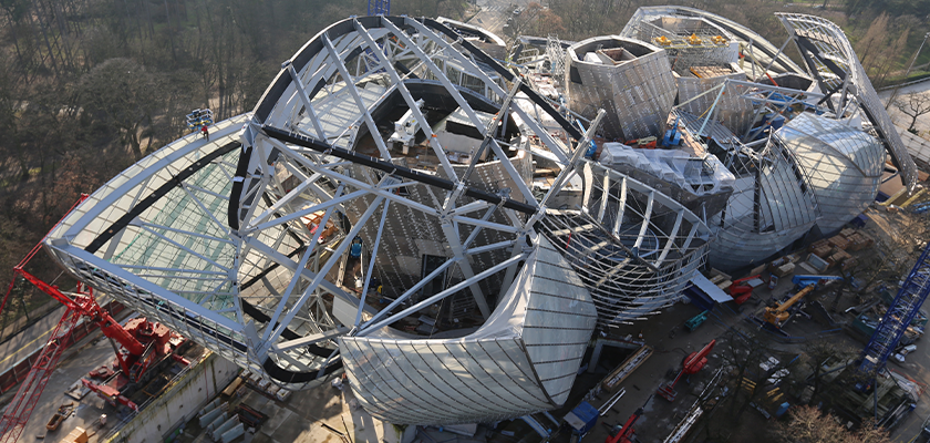 Fondation Louis Vuitton under construction viewed from above, icebergs are visible through steel canopy