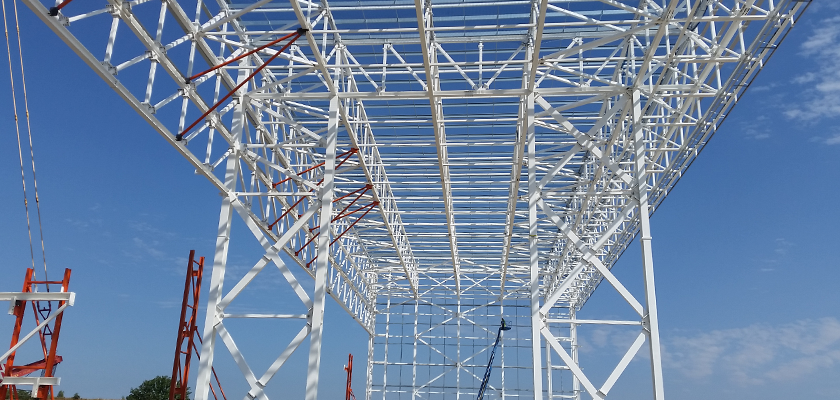 Temporary bracing on grid 6 truss to support the compression flange in the hogging zone