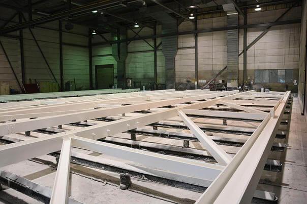 Die Fertigung des Stahlbauers Oostingh erhält ihre Informationen direkt auf dem Tekla-3D-Modell.
