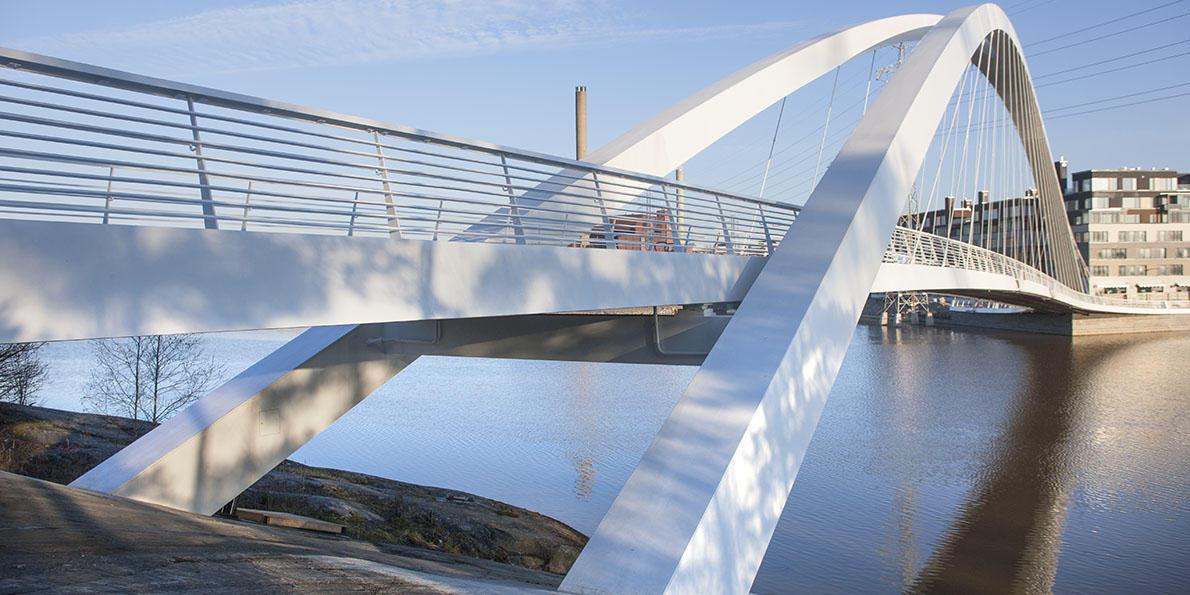 Beim Bau der Isoisä-Brücke in Helsinki kamen Bridge Information Modeling und Tekla-BIM-Software von Trimble zum Einsatz.