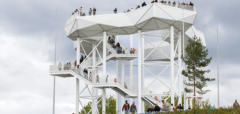 Die Aussichtsplattform Wolkenhain thront 120 Meter über dem Meeresspiegel inmitten des Berliner Kienbergs.