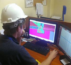 Mitarbeiter von Inhus arbeitet mit Tekla Structures.