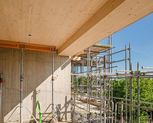 Holz ermöglicht einen hohen Vorfertigungsgrad. Der Einsatz von Mischbauweisen wie beim HAUT-Projekt immer interessanter.