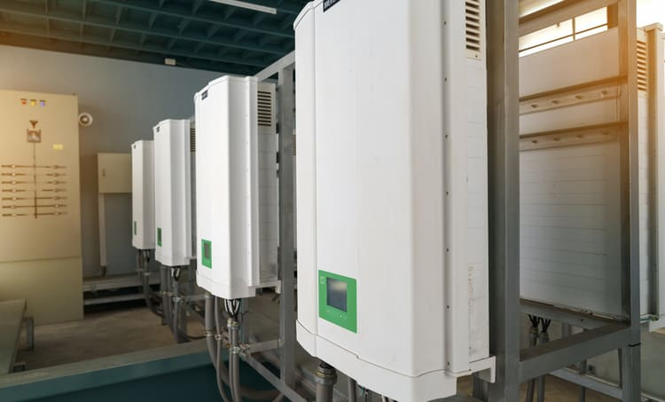 Inverters used in high-power, high voltage applications