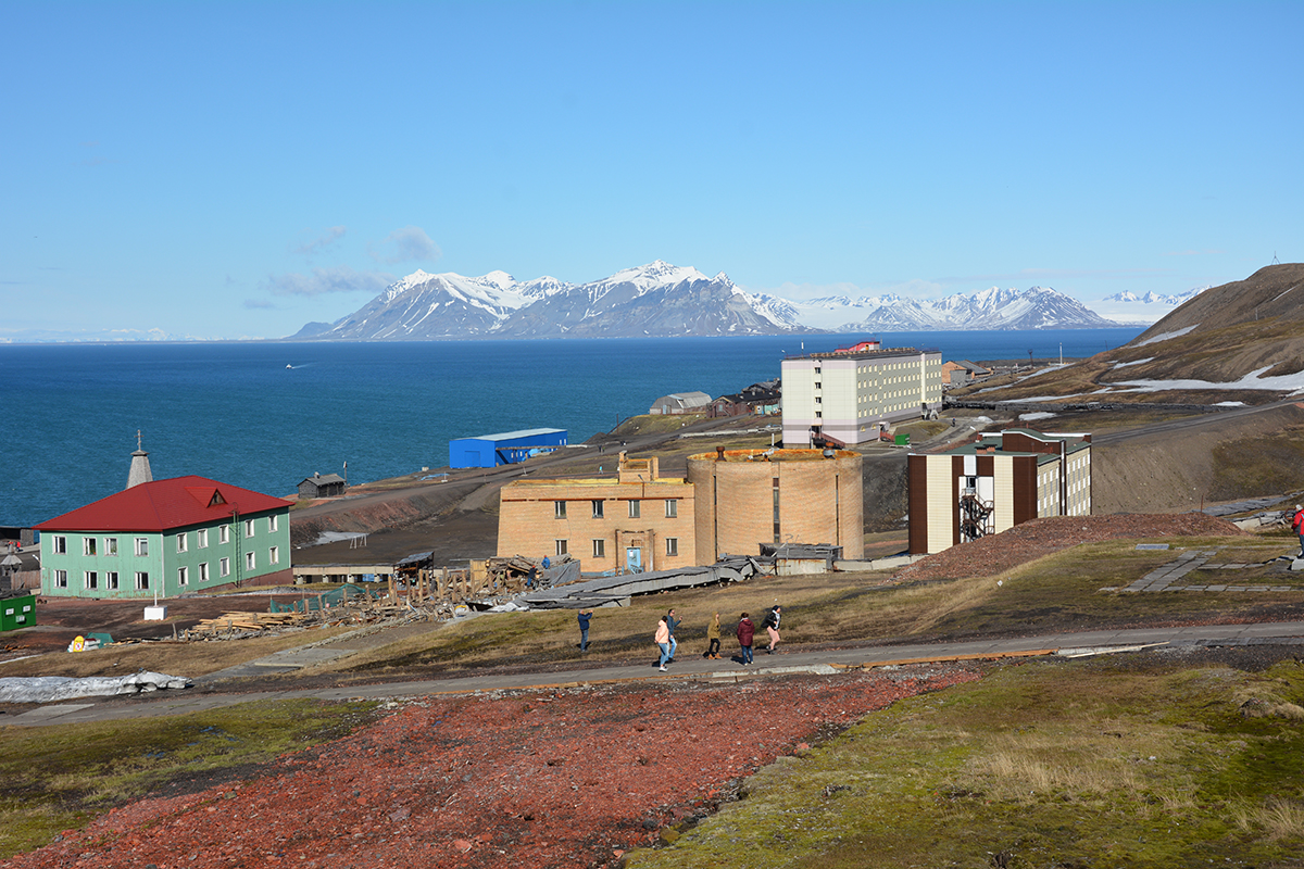 Travelers explore the community of Barentsburg while on expedition in Svalbard with Quark. Photo: Hans Lagerweij