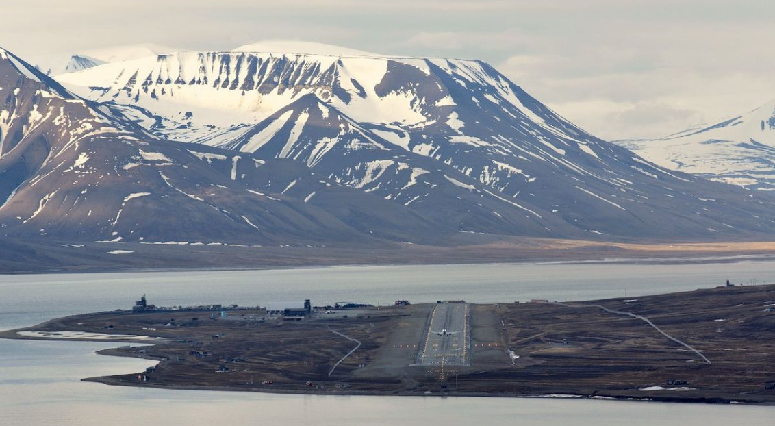 Longyearbyen Airport serving the Arctic island of Spitsbergen. Image credit: Wikipedia