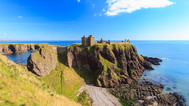 Dunottar Castle, Stonehaven: one of the stunning historic sites you'll see in Aberdeen, the gateway to the North Sea.