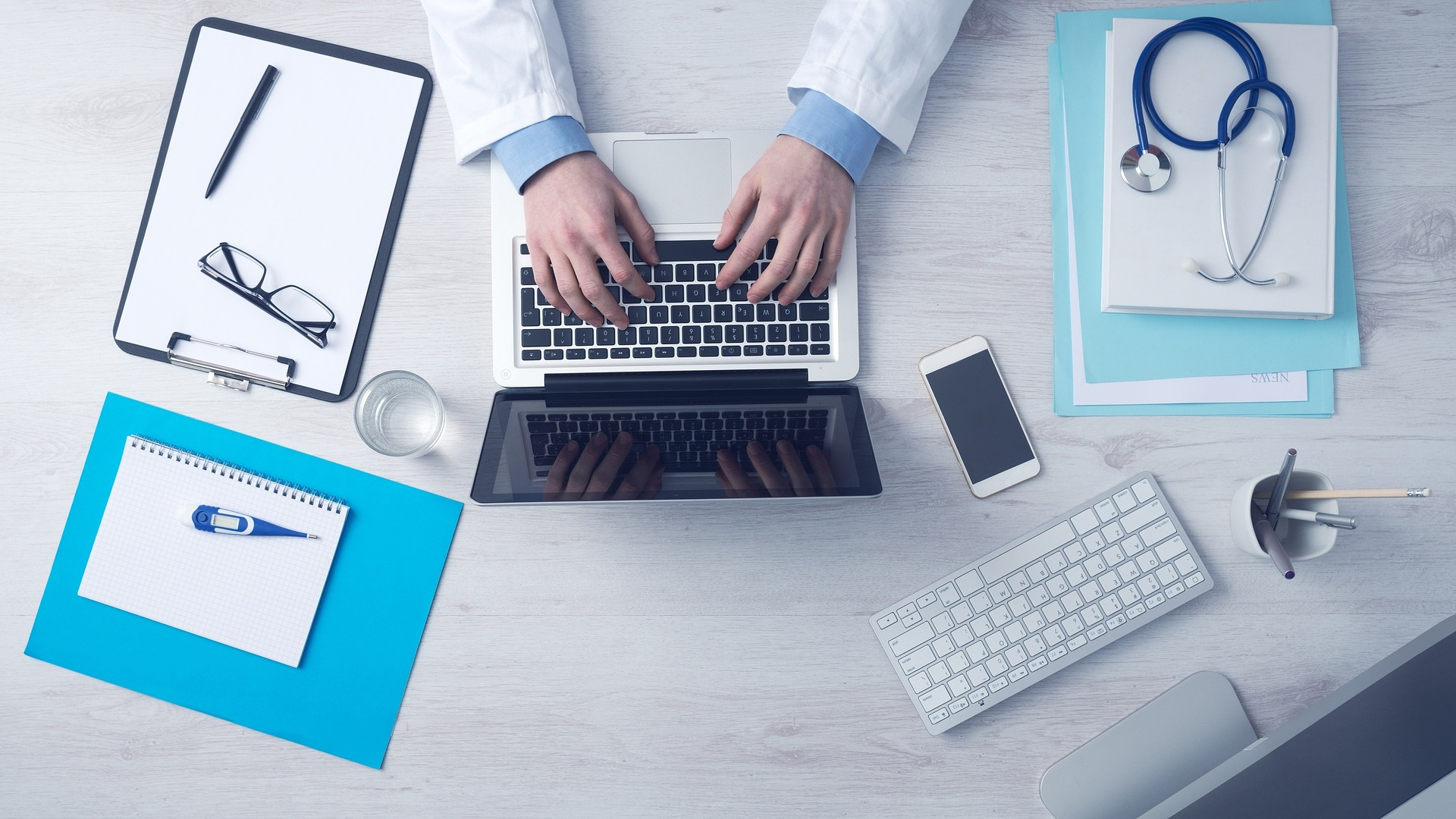 photo of topview of doctor working with OH software