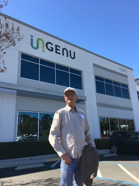 Randy Clemmons vor dem Gebäude von Ingenu