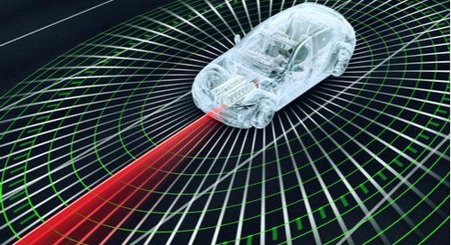 Selbstfahrendes Elektroauto im Straßenverkehr