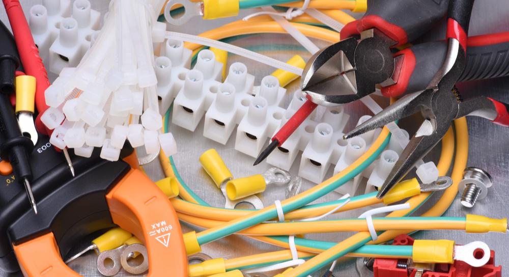 Bauteile und Werkzeuge für die Elektronik