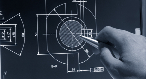 Ein Ingenieur arbeitet an einem CAD-Design