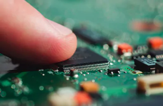 How to find faulty components on a PCB: the finger test