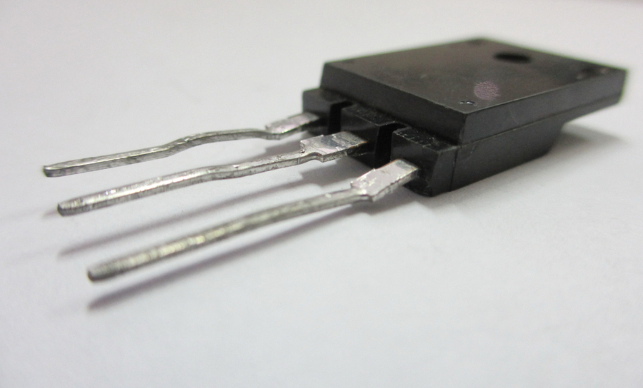 MOSFET transistor for RF amplifier impedance matching