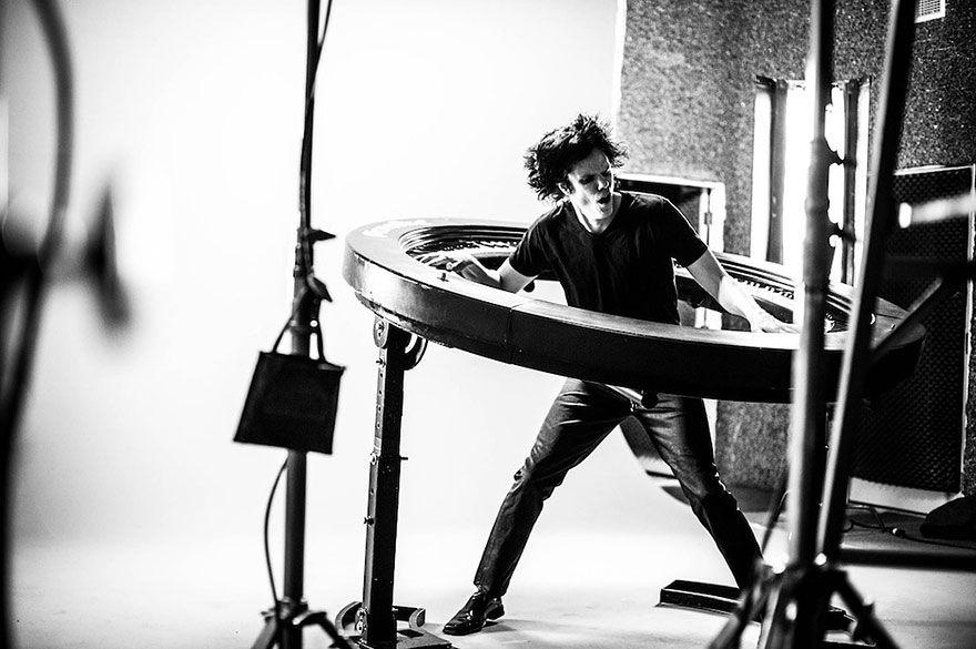 Lady Gaga's circular pianoman