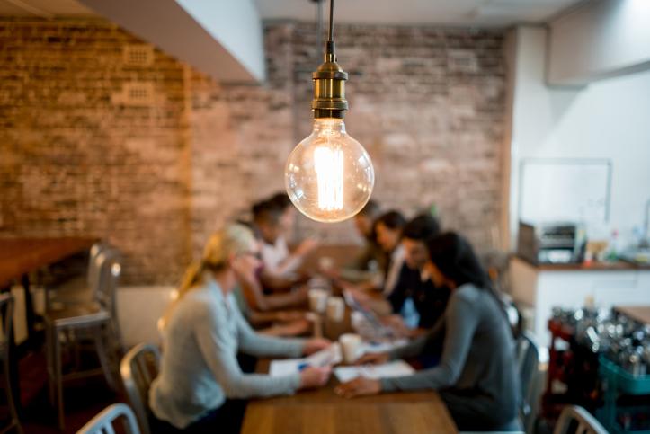 lightbulb-above-meeting