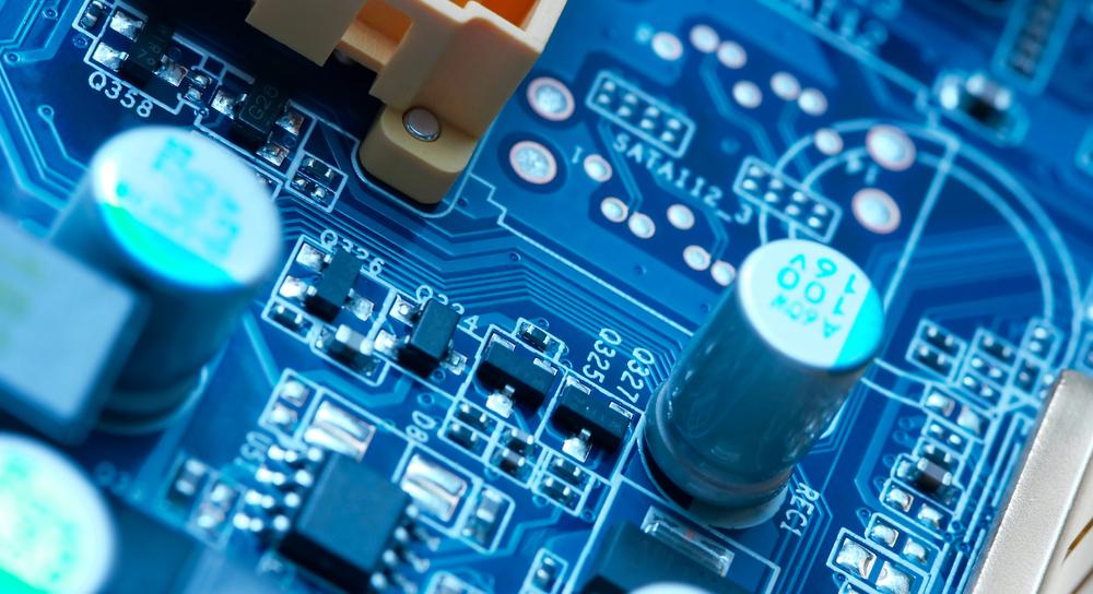Elektrische Bauteile auf einer PCB