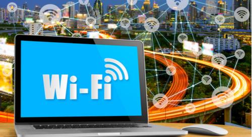 Schriftzug Wi-Fi auf einem Computerbildschirm