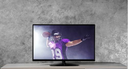 American Football auf einem Fernsehbildschirm