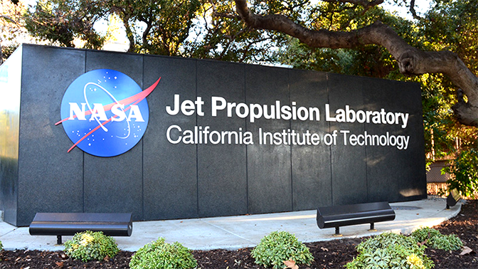 Leidos worked to create an in-house support desk as JPL's version of the Genius Bars found in Apple Stores