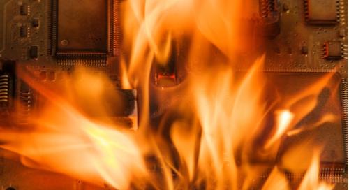 燃えている回路基板