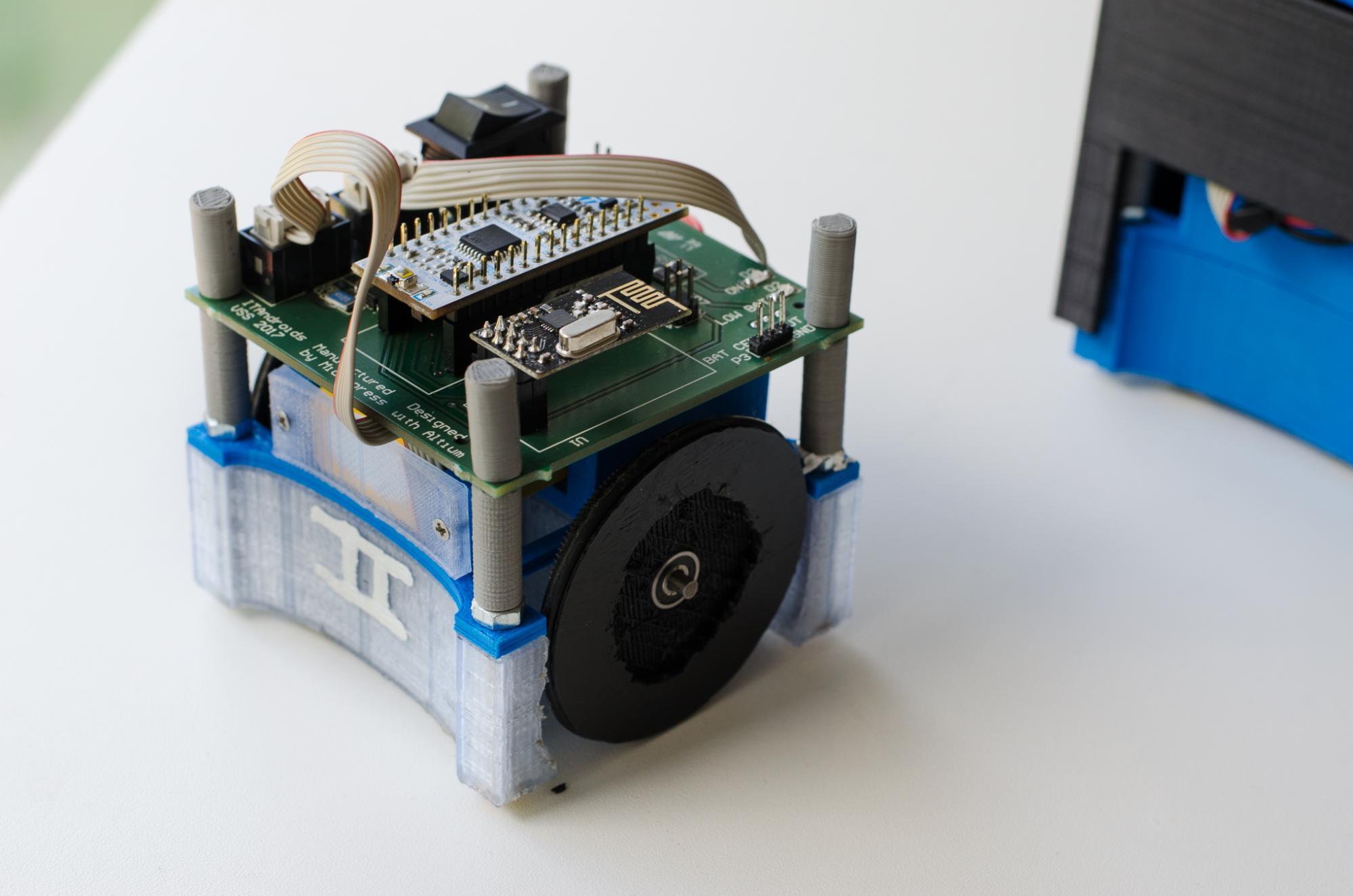 Altium Designerソフトウェアを使ってチームが設計した回路基板