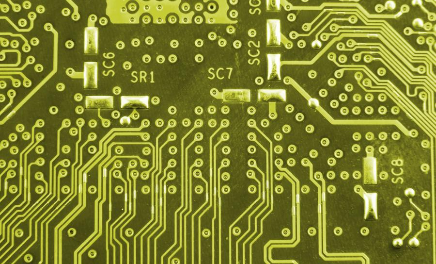 回路基板の配線の黄色い画像