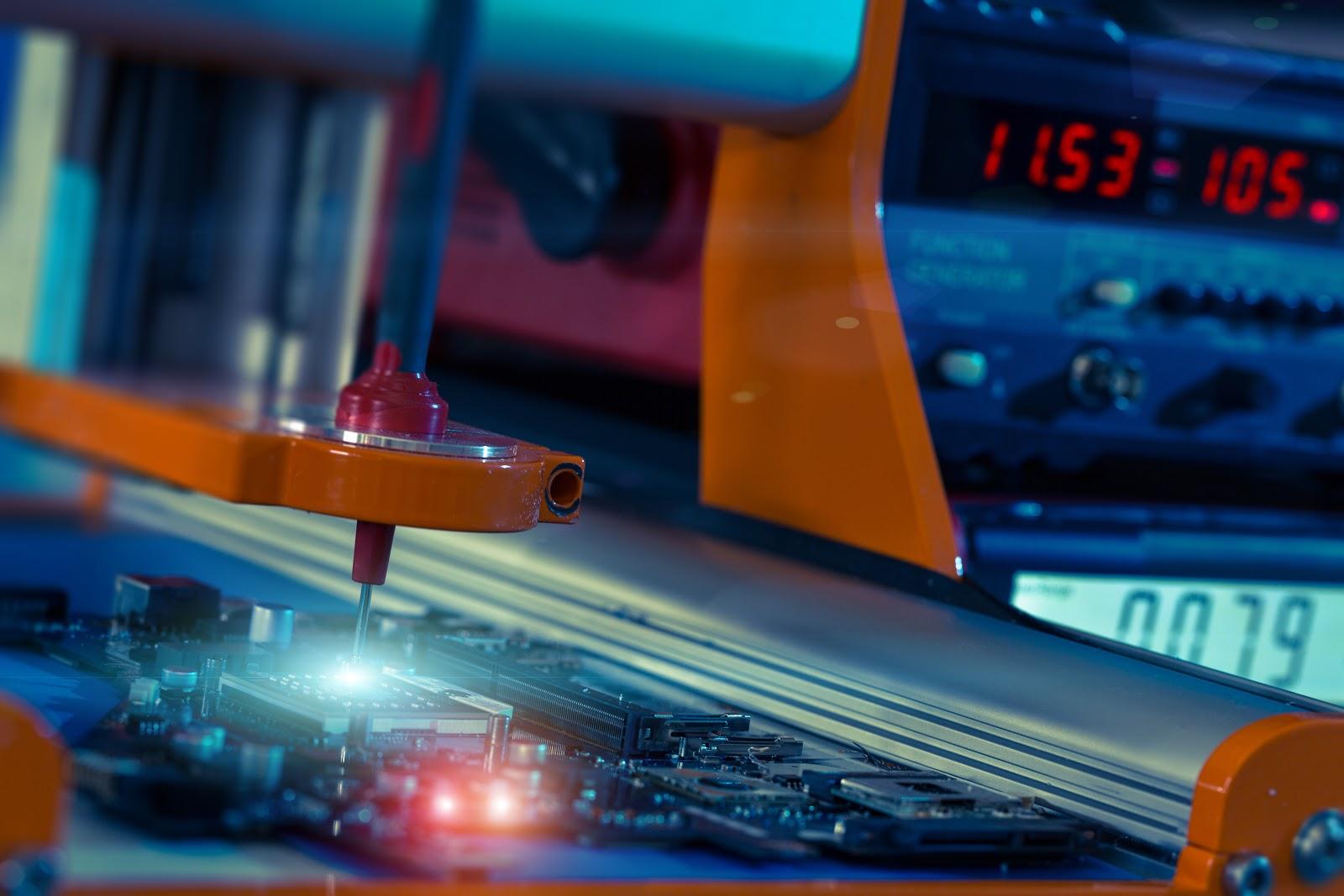 Maximice el espacio de su PCB mediante estrategias de fanout vía-en-pad