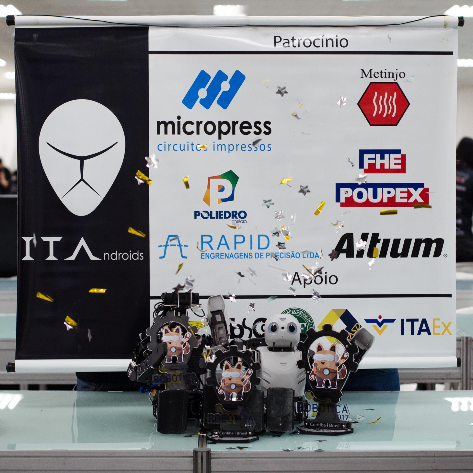 Robots de petite taille fabriqués par l'équipe ITAndroids