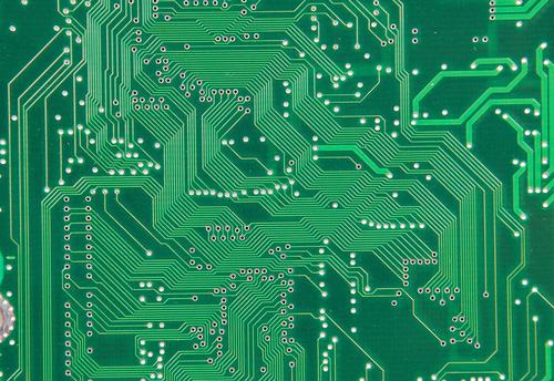 Routage uniforme sur un circuit imprimé