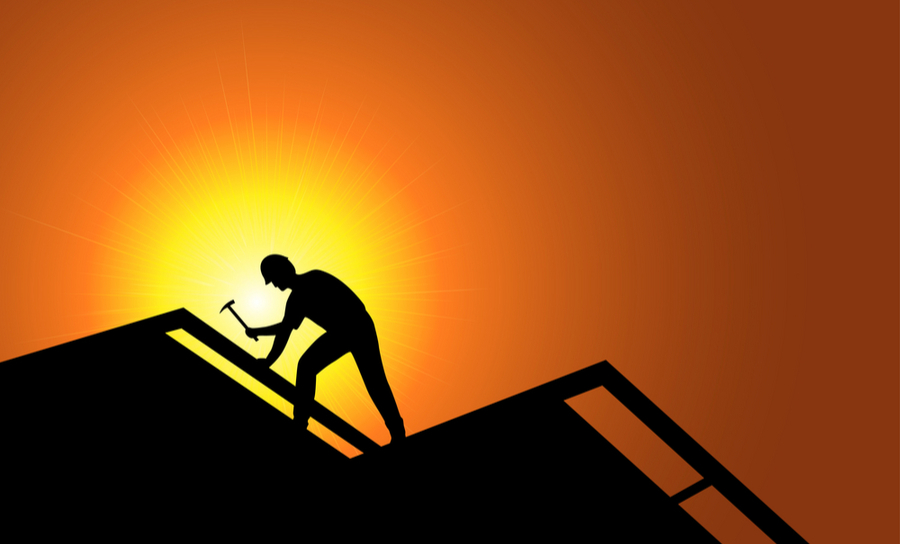 Travailleur sur un toit
