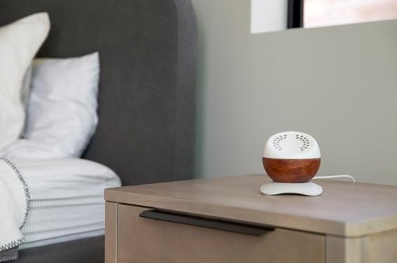 L'appareil pour le bien-être Core se recharge en toute simplicité pour une utilisation à la maison ou en déplacement