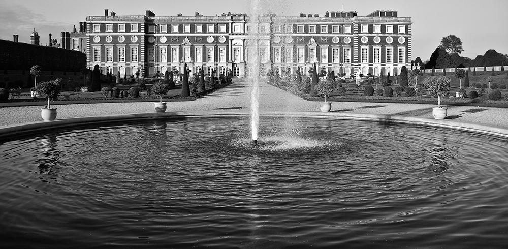 Large fountain at Hampton Court Palace   Photo Credit: garyullah/Flickr