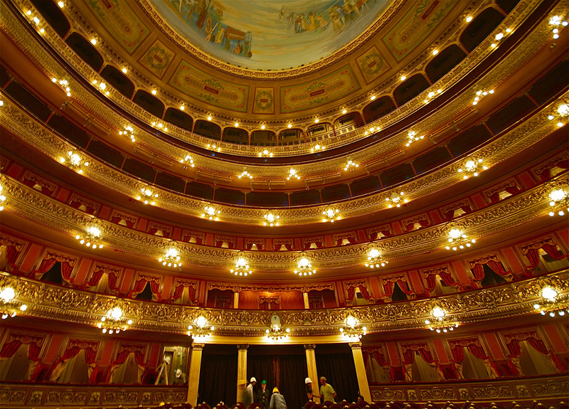 Teatro Colón in Buenos Aires, Argentina | Photo Credit: Roger Schultz (elaws) on Flickr