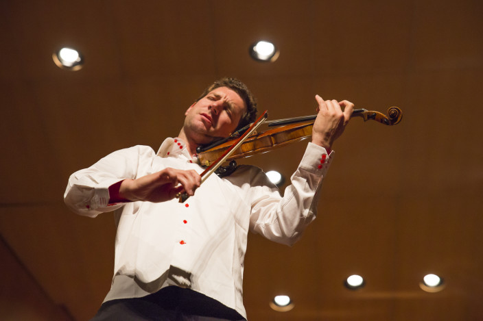 Violinist performing a solo in Pedro Muñoz Seca Municipal Theater