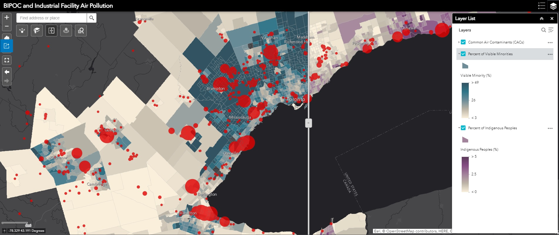 Application Web AppBuilder montrant la région du Grand Toronto et de Hamilton, les emplacements des sources de pollution atmosphérique, et l'outil de balayage permettant de basculer entre les couches des minorités visibles et des populations autochtones.