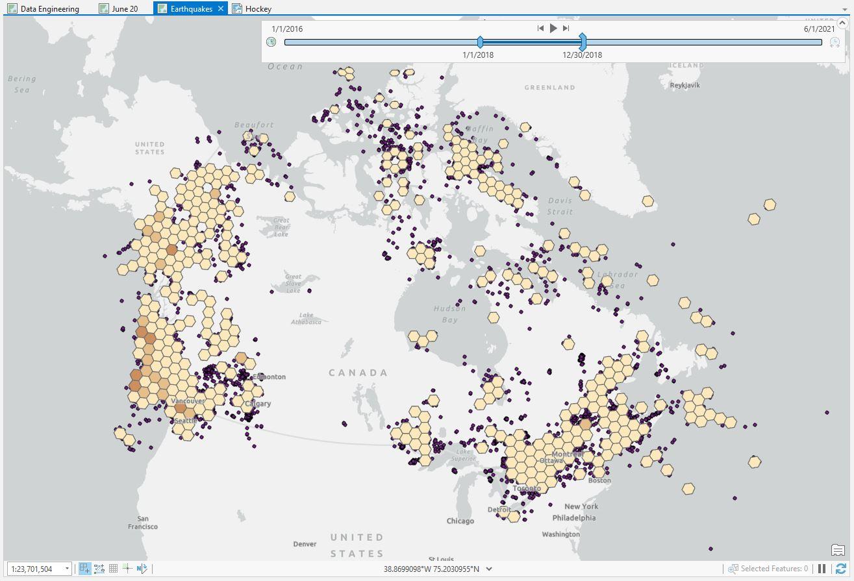 Carte ArcGIS Pro présentant des données issues d'une connexion de données massives illustrant la densité des séismes au Canada en 2018.