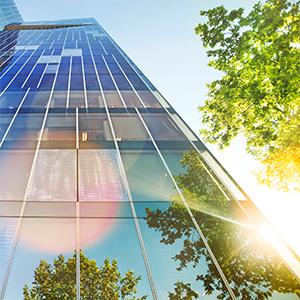 vista verso l'alto dell'edificio del grattacielo