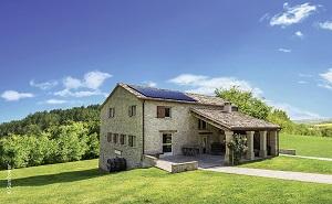 Casa italiana con pannelli solari a energia solare