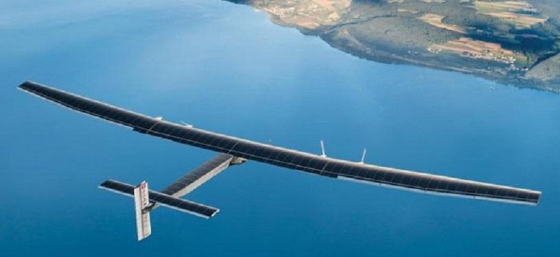 Solar Impulse 2 sorvola l'acqua