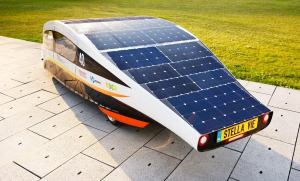 Auto, das vom Solar Team Eindhoven entworfen und mit SunPower-Photovoltaikzellen ausgestattet wurde