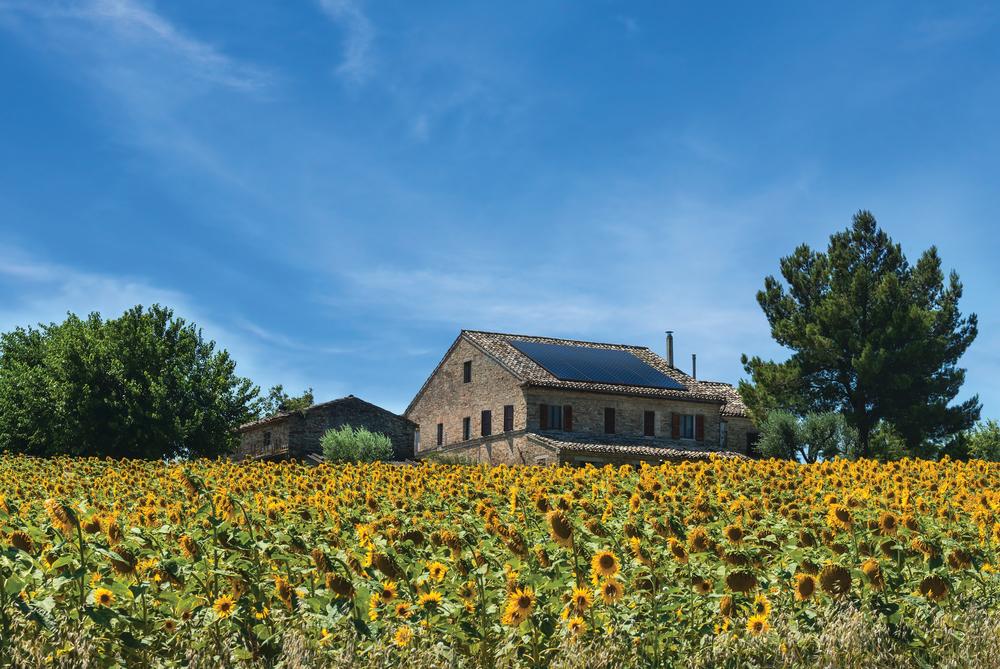 casa italiana con pannelli solari sunpower