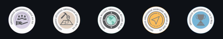 Une série de badges d'ambassadeurs des SIG sur une ligne.