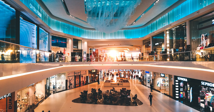 Between Physical and Digital: How Omnichannel is Changing the Retail Landscape