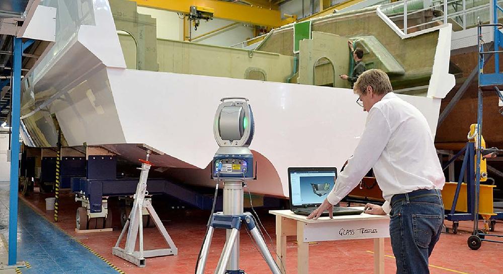 O uso de padrões laser e laser trackers para a construção de iates