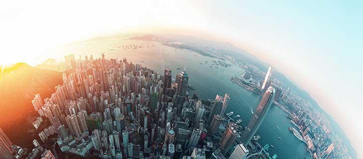 Une vue panoramique du monde à l'extérieur de la terre ronde.