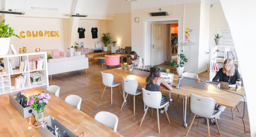 11 Pros & Cons to Consider Before Committing to a Coworking Space